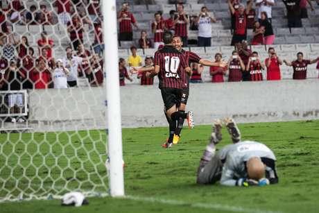 Atlético-PR comemora gol na Arena da Baixada Foto: Cleber Yamaguchi/Agência Eleven / Gazeta Press