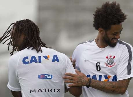 Atacante aproveitou treino para conhecer novos companheiros Foto: Daniel Augusto Jr. / Ag. Corinthians