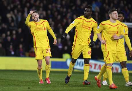 Lallana (esq.) comemora o gol da virada Foto: Philip Brown / Reuters