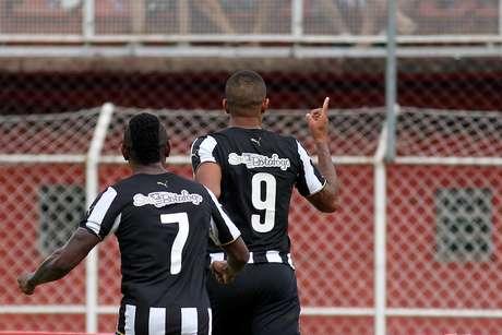 Dois atacantes têm funcionado bem quando atuam juntos Foto: Vitor Silva / SS Press/Divulgação