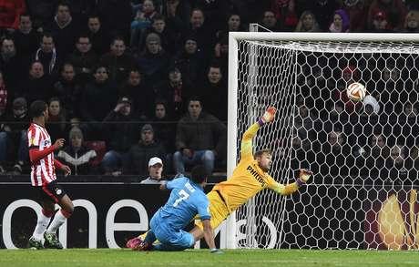 Hulk marcou o único gol do Zenit na vitória sobre o PSV Foto: Robin Van Lonkhuijsen / AFP