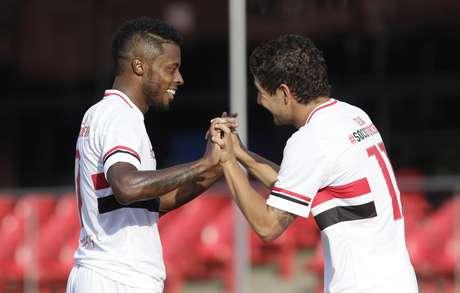 Michel Bastos e Alexandre Pato, com dois gols cada, foram os grandes destaques do São Paulo Foto: Miguel Schincariol / Gazeta Esportiva