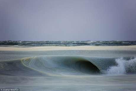 """""""Na praia, notei que o horizonte parecia estranho"""", contou Foto: Daily Mail / Autor: Jonathan Nimerfroh / Reprodução"""