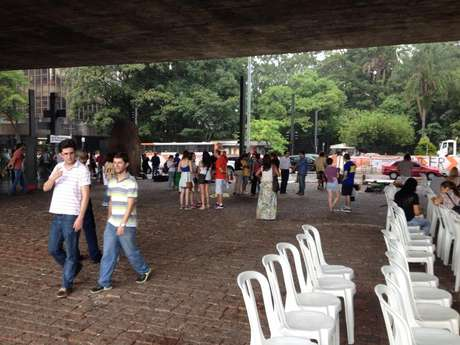 Imagens do MASP duas horas antes do protesto, não havia grande movimentação no museu paulista Foto: Facebook  Fora Dilma / Reprodução