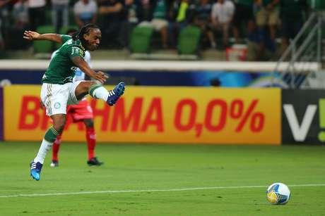 Arouca fez sua estreia com a camisa do Palmeiras e foi substituído aos 18min do segundo tempo Foto: Marcos Bezerra / Futura Press
