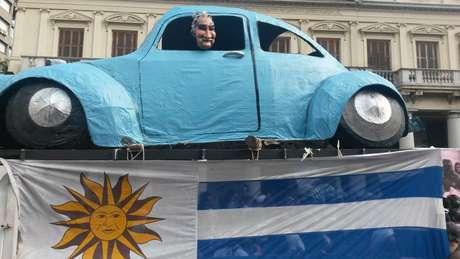 """""""Fusca foi feito em 15 dias por um artista que faz 'cabeçudos'(bonecos tradicionais do Carnaval uruguaio) e me ofereci para trazê-lo no meu carro, contou Raul Presyones. Foto: Denise Mota / Especial para Terra"""