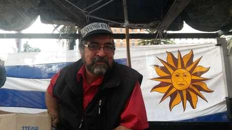 """Sou um simpatizante do Pepe, da Frente Ampla (a coalizão governista integrada pelo partido de Mujica), e organizamos a vinda a essa despedida com amigos e integrantes do MPP do Cerro (bairro operário de Montevidéu)"""", diz RaulPresyones Foto: Denise Mota / Especial para Terra"""