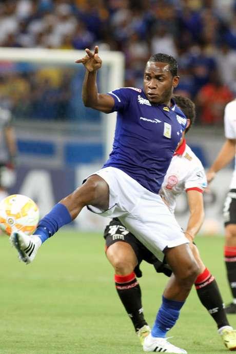 Williams chega para reforçar o meio-campo do Corinthians, que perdeu neste início de ano Ralf, Jadson e Renato Augusto