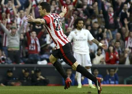 Aritz Aduriz usou a cabeça para fazer o único gol do jogo deste sábado Foto: Miguel Toña / EFE