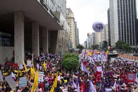 Protesto fechou aAvenida Paulista, em São Paulo Foto: Vilmar Bannach / Futura Press
