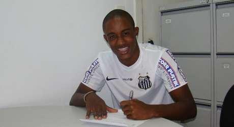 Caju assinouaté dezembro de 2019; lateral jogou o último Sul-Americano sub-20 Foto: Vinicios Oliveira / Divulgação Santos FC