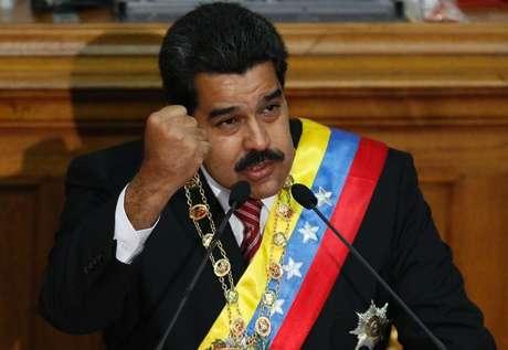 Em seus discursos, deputados da oposição, agitados, afirmaram que Maduro estaria cinicamente tirando proveito do impasse diplomático com Washington para acumular poderes Foto: Carlos Garcia Rawlins / Reuters