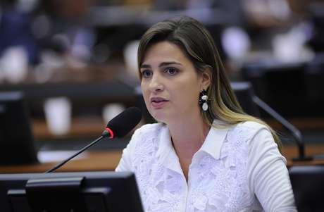 """Deputada Clarissa Garotinho criticou fato de Eduardo Cunha ter recebido """"felicitações"""" e disse que sessão da CPI da Petrobras foi """"vergonhosa"""" Foto: Lucio Bernardo Jr./Câmara dos Deputados / Divulgação"""