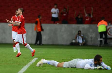Sasha comemora gol no Beira-Rio Foto: Edu Andrade/Fato Press / Gazeta Press