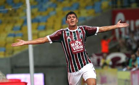 Edson marcou mais uma vez de cabeça para o Fluminense Foto: Nelson Perez/Fluminense / Divulgação