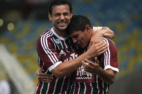 Fred abraça Edson após gol do Fluminense Foto: Nelson Perez/Fluminense / Divulgação