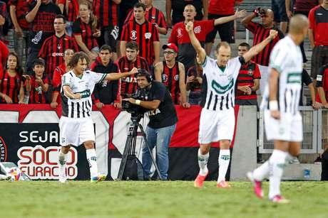 Maringá surpreendeu Atlético-PR neste sábado Foto: Vagner Rosario / Futura Press