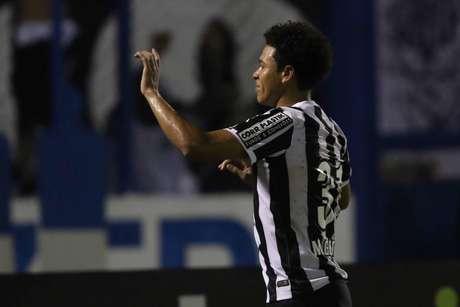 Marquinhos Gabriel marcou um dos gols santistas Foto: Celio Messias / Gazeta Press