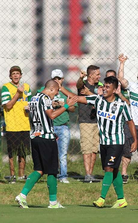 Coritiba venceu mais uma no Paranaense Foto: Giuliano Gomes / Gazeta Press