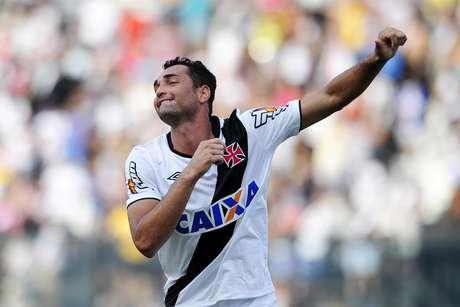 Gilberto abriu o placar de pênalti para o Vasco Foto: Dhavid Normando / Futura Press