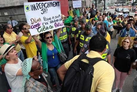 Maioria dos manifestantes se veste com as cores da bandeira do Brasil Foto: Vilmar Bannach / Futura Press