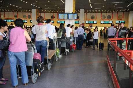 <p>Muitos usam as viagens internacionais para o contrabando de produtos</p>