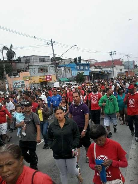 Sem-teto fazem passeata na avenida Guarapiranga, na zona sul de São Paulo Foto: MTST/Facebook / Reprodução