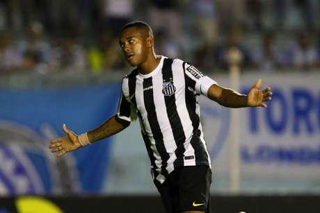 Robinho cobrou pênalti com perfeição e garantiu a vitória santista Foto: Celio Messias / Gazeta Press