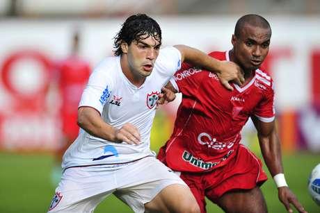 Mogi arrancou empate no fim contra a Portuguesa Foto: Helio Suenaga / Futura Press