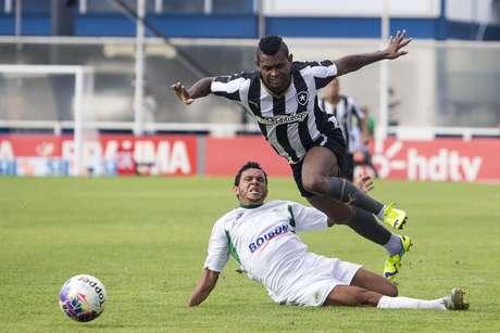 Jobson, mais uma vez, foi o principal jogador de ataque do Botafogo neste domingo Foto: Rui Porto/Agif / Gazeta Press