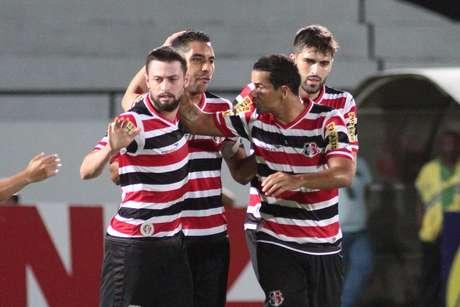 Santa Cruz comemora primeira vitória na Série B