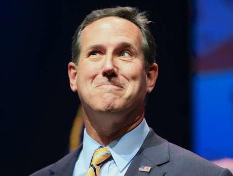 El ex senador por Pennsylvania Rick Santorum habla durante un evento en Waukee, Iowa, el 25 de abril del 2015.