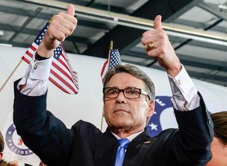 El ex gobernador de Texas, Rick Perry, se muestra optimista tras anunciar el lanzamiento de su campaña por la nominación republicana, este jueves 4 de junio del 2015, en Addison.