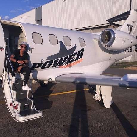 Neymar mostra chegada a Porto Alegre