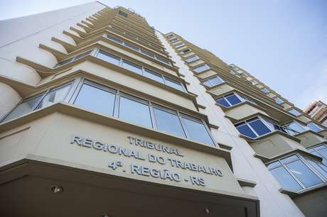 TRT da 4ª Região abre 18 vagas com salários até R$ 8,8 mil