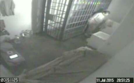 El Chapo Guzmán escapó de su celda por un túnel.