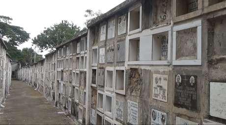 Ossários particulares no cemitério da Vila Formosa