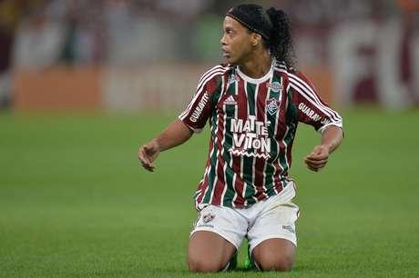 Ronaldinho estreia bem, Flu bate Grêmio no RJ e volta ao G-4