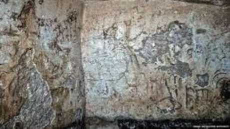 As inscrições foram escritas em aramaico com alfabeto hebraico