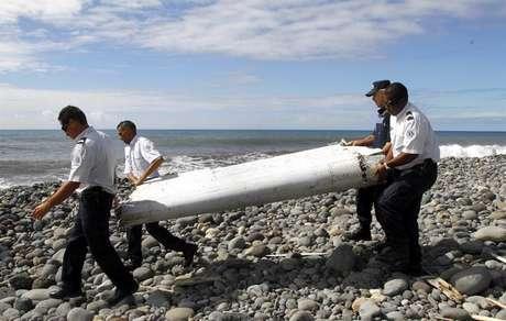 Parte da fuselagem de um avião encontrara nos arredores da ilha francesa de Reunião, no Oceano Índico, e que foi identificada como sendo do avião desaparecido da Malaysia Airlines.