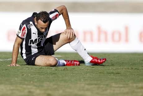 Thiago Ribeiro lamenta após desperdiçar chance de abrir o placar