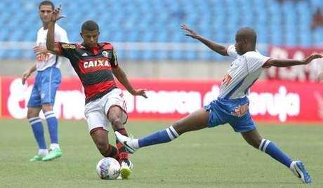 http://p2.trrsf.com/image/fget/cf/460/0/images.terra.com/2015/08/15/flamengo-friburguense-campeonato-carioca-mendeslancepresslanima2015030700441.jpg