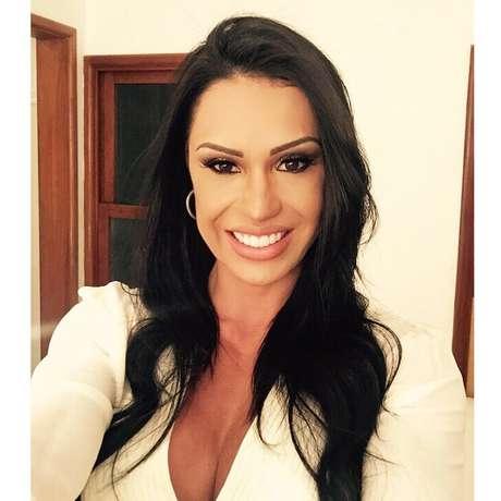Gracyanne Barbosa com sorriso repaginado