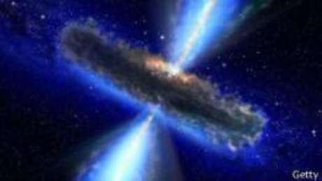 Os físicos discutem há décadas sobre o que ocorre com o estado físico dos objetos que caem em um buraco negro