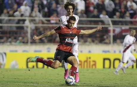 Valdivia deixou a sua marca mais uma vez nos duelos contra o Ituano