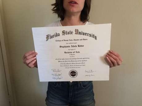 """Stephanie Ritter está vendendo seu diploma e """"experiência universitária"""" em site de compras"""