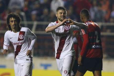 Eduardo Sasha fez belo gol já no final da partida e deu ainda mais tranquilidade ao classificado Inter