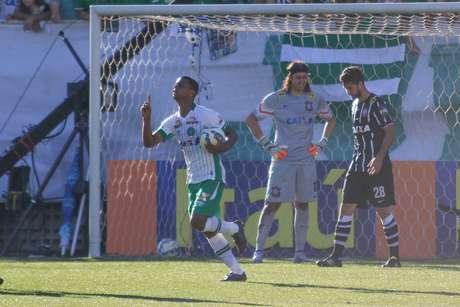 Bruno Rangel marcou o único gol dos donos da casa no confronto