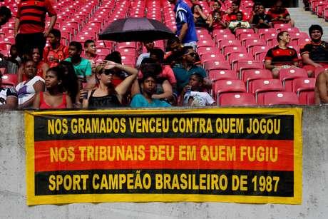 Título brasileiro de 1987 ainda rende muita discussão entre rivais rubro-negros