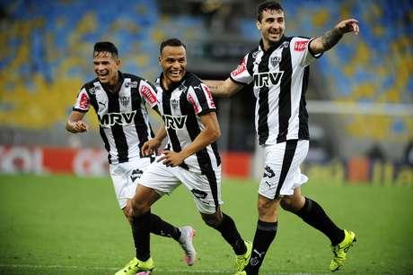 Galo vivo! Patric sai do banco, marca no fim e não deixa o Corinthians se desgarrar na ponta